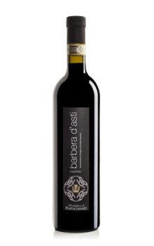 bottiglia di vino rosso barbera superiore